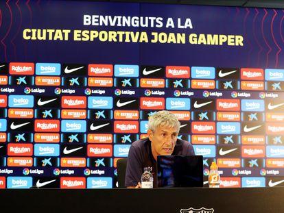 El entrenador del FC Barcelona, Quique Setién, en rueda de prensa.