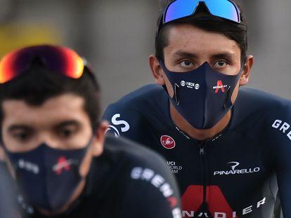 Bernal, en segundo plano, y Carapaz, en Niza, en el Tour.