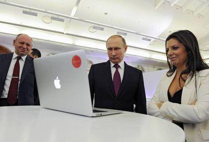 Simonián y Putin, en 2015.