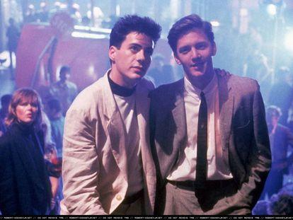 Robert Downey Jr. (recién estrenada su mayoría de edad) y Andrew McCarthy, en la adaptación cinematográfica de la novela de Bret Easton Ellis 'Menos que cero'. Se llamó 'Golpe al sueño americano' y se estrenó en 1987.