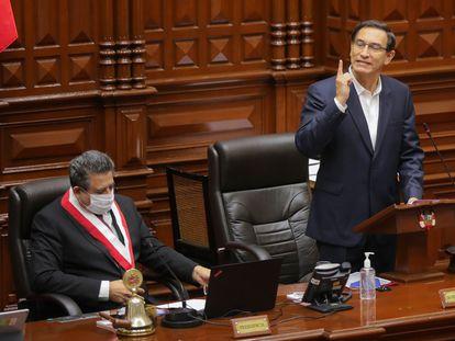 El presidente de Perú, Martín Vizcarra, habla el viernes 18 de septiembre ante el Congreso durante el debate sobre una eventual destitución.