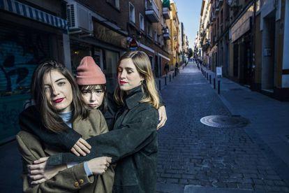 Las tres integrantes de Cariño este miércoles en Lavapiés