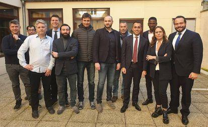 Di Maio, reunido con varios representantes de los 'chalecos amarillos' en París, el pasado 5 de febrero.
