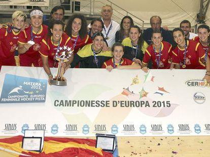 Las chicas del hockey patines celebran su quinto título europeo.