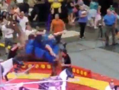 El animal empezó a correr sin control causando siete heridos leves, seis niños y un adulto