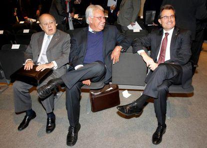 Jordi Pujol, Felipe Gonzalez y Artur Más, en el encuentro.