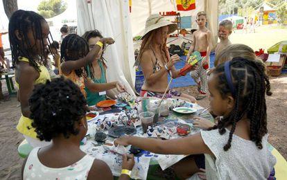 Los más pequeños disfrutando de las actividades infantiles del Rototom.