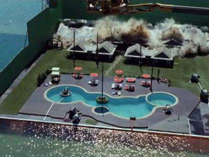 Rodaje de la secuencia del tsunami en la película 'Lo imposible', de Juan Antonio Bayona, en el tanque acuático de los estudios Ciudad de la Luz.