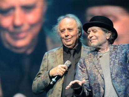 Joan Manuel Serrat y Joaquín Sabina, durante un concierto en noviembre de 2019, en Buenos Aires.