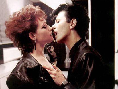 Susan Sarandon, junto a David Bowie, en la película 'Ansia'.