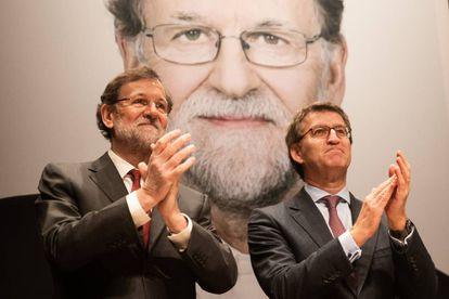 Mariano Rajoy y Alberto Núñez Feijóo, ayer, en la presentación del libro del expresidente del Gobierno en Santiago.