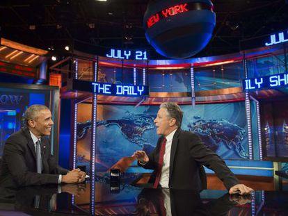 Jon Stewart entrevista al presidente Barack Obama en 'The Daily Show' el 21 de julio.