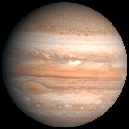Júpiter está formado en su mayoría por gas (hidrógeno y helio) y su composición es muy similar a la del Sol.