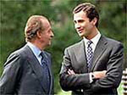 El rey Juan Carlos con el príncipe de Asturias, don Felipe