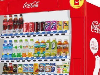 Gama de productos que Coca-Cola comercializa en Japón, en una imagen corporativa.