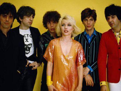 Frank Infante, Chris Stein, Nigel Harrison, Debbie Harry, Jimmy Destri y Clem Burke, o sea, la formación de Blondie en 1979, cuando lanzaron uno de sus mayores éxitos, 'Heart of glass', que para su fortuna (o desgracia) forma parte de la lista que está a punto de leer. Si se quiere escuchar las canciones mientras lo hace, dar al 'play'.