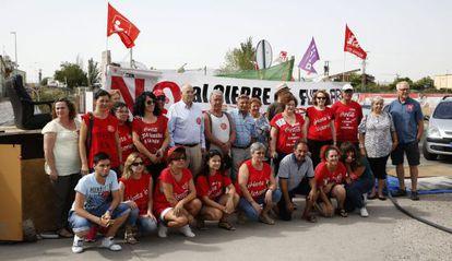 Trabajadores afectados por el ERE de Coca-Cola en el campamento instalado en Fuenlabrada, en una imagen de archivo.