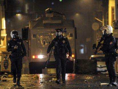 Enfrentamientos entre la policía turca y manifestantes kurdos en Estambul.