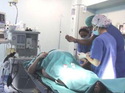 La mujer se sometió a un tratamiento de fertilidad en EE UU y alumbró en un hospital de Burgos