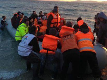 Miembros de la ONG Proem-aid durante una intervención en Grecia.