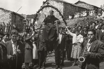 Piedad Isla. Cantamisa en Estalaya, 1958.