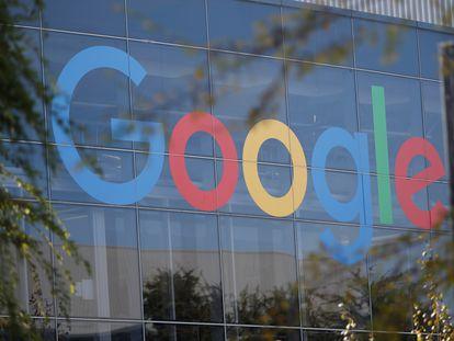 Logo de Google en Mountain View, California.
