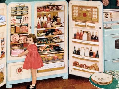 Los frigoríficos americanos son perfectos para almacenar compras semanales grandes, gracias a su gran capacidad de espacio. Graphica Artis / GETTY IMAGES.
