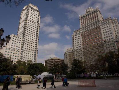 El Edificio España (derecha) junto a la Torre de Madrid.
