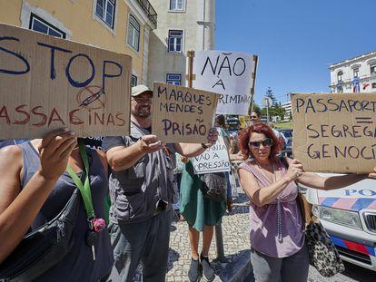 Protesta de un grupo antivacunas en junio contra las medidas impuestas en Lisboa durante la pandemia.