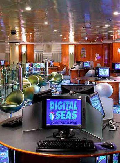 Crystal Cruises ha implantado conexiones a Internet de alta velocidad en sus barcos.