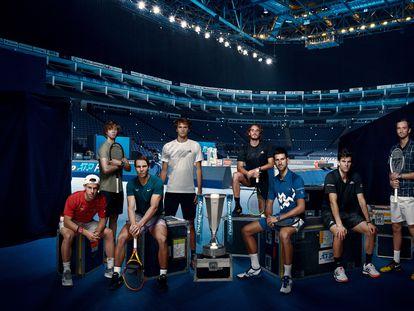 De izquierda a derecha, en el O2 de Londres: Schwartzman, Rublev, Nadal, Zverev, Tsitsipas, Djokovic, Thiem y Medvedev.