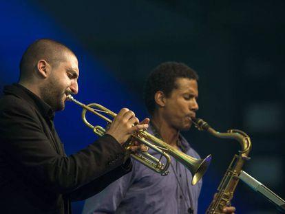 El trompetista Ibrahim Maalouf (izquierda), en 2013 en Vitoria.