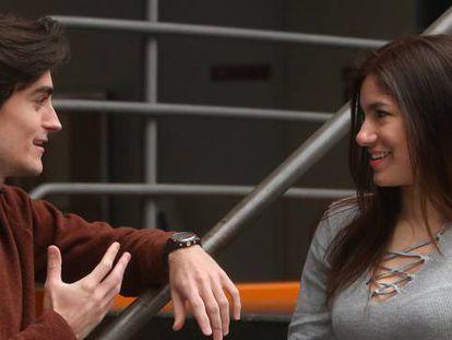 Víctor Prieto e Isabella González, miembros de un club de debate en la Facultad de Económicas de la UCM.