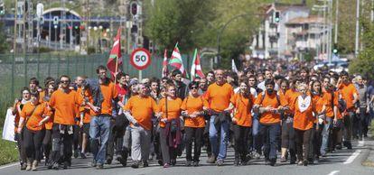 Militantes y simpatizantes de Segi en la manifestación hacia Martutene