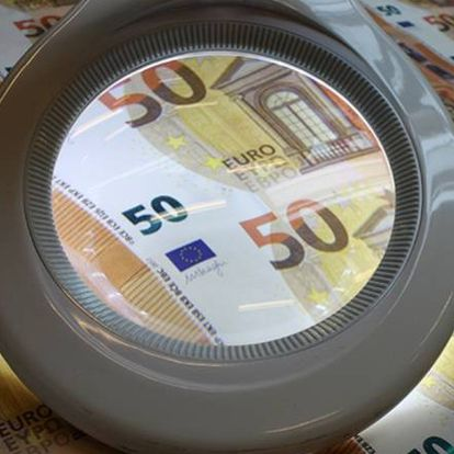 Billetes nuevos de 50 euros, en producción en una imagen cedida por el BCE.