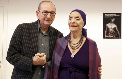 Roger Salas y alicia Alonso, durante la presentación en los Teatros del Canal de 'Más allá del escenario: el ballet Muerte de Narciso de Alicia Alonso'.