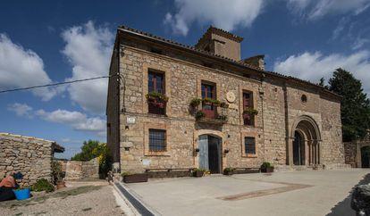 Imagen de este lunes de la iglesia de Sant Pere de Castellfollit del Boix.