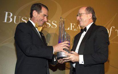 Antonio Brufau con el exembajador de EE UU en Madrid Alan Solomont