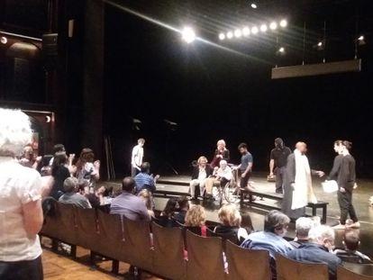 Peter Brook, en silla de ruedas, el viernes por la noche en el escenario del Lliure.