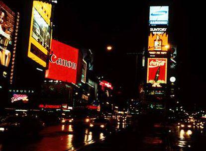 Carteles luminosos en Times Square de Nueva York.