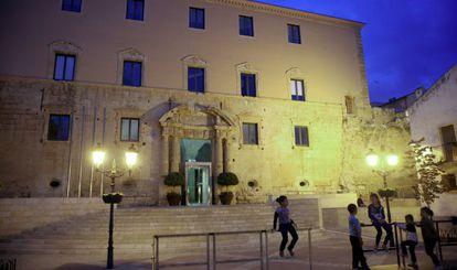 Fachada principal del Ayuntamiento de Torredembarra.