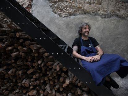 Diego Guerrero, cocinero de Dstage, en el local, sin mascarilla para la sesión de fotos en un día con el local cerrado, en vísperas de la reapertura del local.