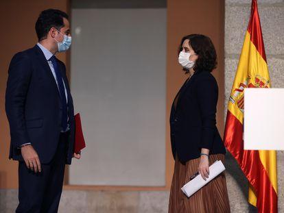 El vicepresidente de la Comunidad de Madrid, Ignacio Aguado, y la presidenta regional, Isabel Díaz Ayuso, el viernes, en el anuncio de las nuevas restricciones en 37 áreas.