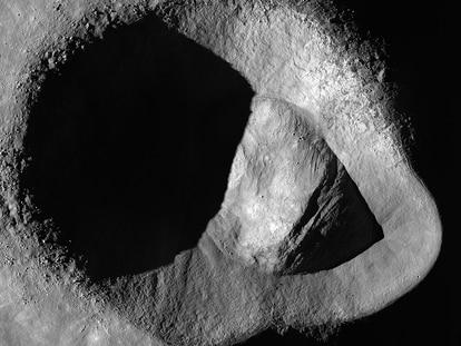 Imagen del cráter Ryder tomada por la sonda de la NASA LRO.