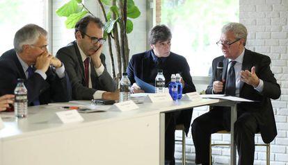 De izquierda a derecha, Nemesio Rodríguez (FAPE); José María Sánchez (Prodware Spain), José Manuel Gómez Bravo, de PRISA Radio, y el ex ministro de Cultura César Antonio Molina.