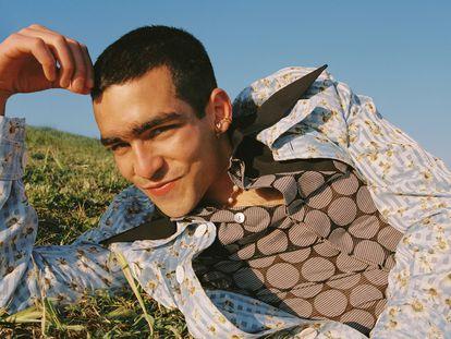 El actor madrileño, Omar Ayuso, es la portada del nuevo número de ICON. FOTO: GORKA POSTIGO