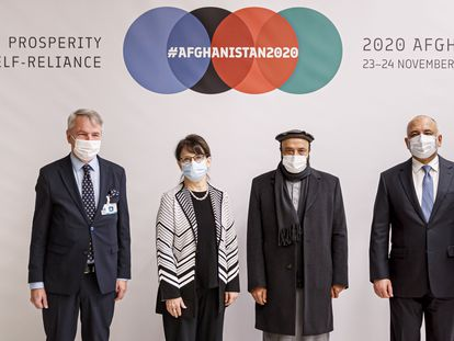 El ministro de Exteriores de Finlandia y la representante de Naciones Unidas, junto a los ministros afganos de Finanzas y Exteriores, este martes durante la Conferencia de Donantes organizada desde la sede de la ONU en Ginebra.