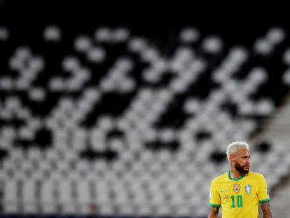 Neymar, en el estadio vacío de Nilton Santos, en Río de Janeiro.