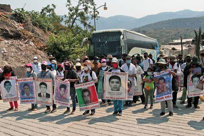Una protesta de familiares de los 43 estudiantes desaparecidos, en Carrizalillo (Guerrero), en mayo pasado.