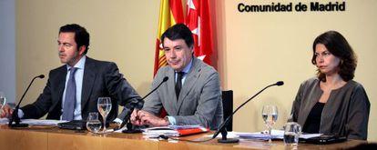 Pablo Cavero, Ignacio González y Lucía Figar, en la rueda de prensa tras el Consejo de Gobierno.